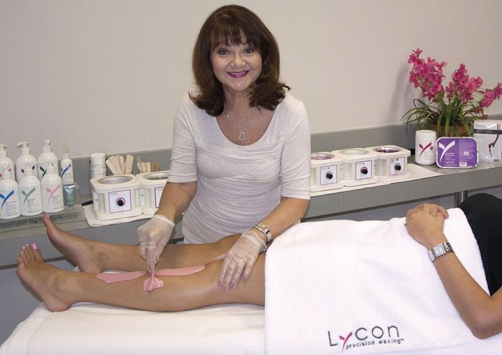 Lydia Jordane v kozmetični industriji dela že skoraj 40 let in svoje delo opravlja z veliko ljubeznijo.